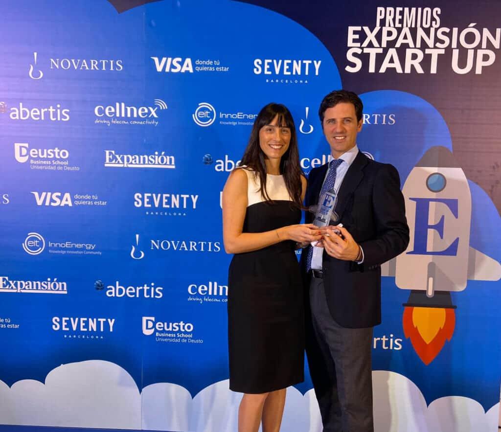 Biotech - Mercedes Vila e Iñigo Charola tras recibir el Premio Expansión Star up 2019.