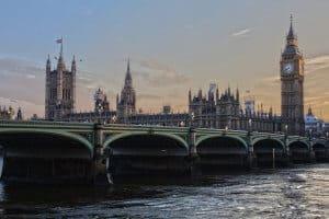 Londoner Brücke vor Big Ben