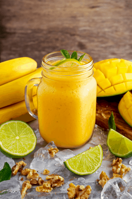 roquette-food-smoothie-mango-banana-lime-green-2021-01-3640